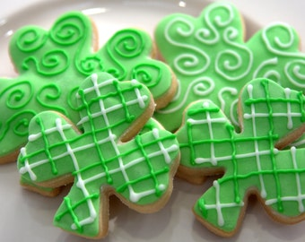 "1 Dozen Decorative 3"" and 4"" Cookies - Shamrocks"