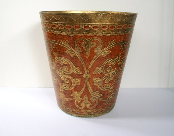 Vintage florentine waste basket gold and rust colored for Gold bathroom wastebasket