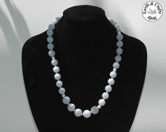 Round neck in natural chalcedony, with spacers in silver 925 (#135)