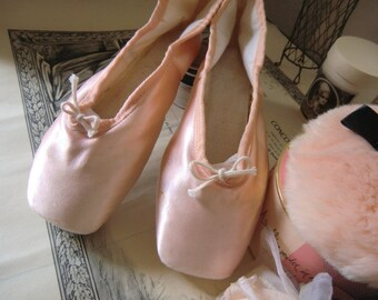 Vintage ballet shoes en pointe shoes apricot shabby JDL