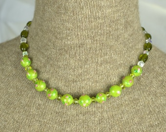 Green Floral Beaded Necklace - 18 inches