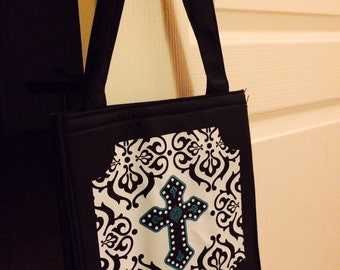 Insulated tote bag keeps things cold and hot