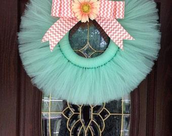 Light tulle wreath