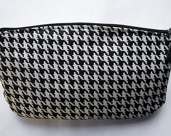 Classic black & white houndstooth clutch