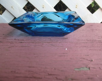 Blue glass ashtray 1960.Fumeur, cigarettes. Cigars.