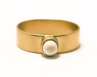 "Ring in yellow golden vermeil 24 carats with ""sugar-loaf"" cabochon Horn"
