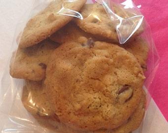 Ooey Gooey Crispy Chewy Chocolate Chip Cookies