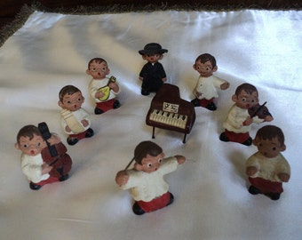 Earthenware orchestra playing figurines