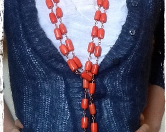 Necklace in coral and copper. Necklace with red coral and copper.