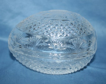Vintage AVON FOSTORIA Mothers Day Lead Crystal Egg Shapped Soap / Trinket Dish from 1977