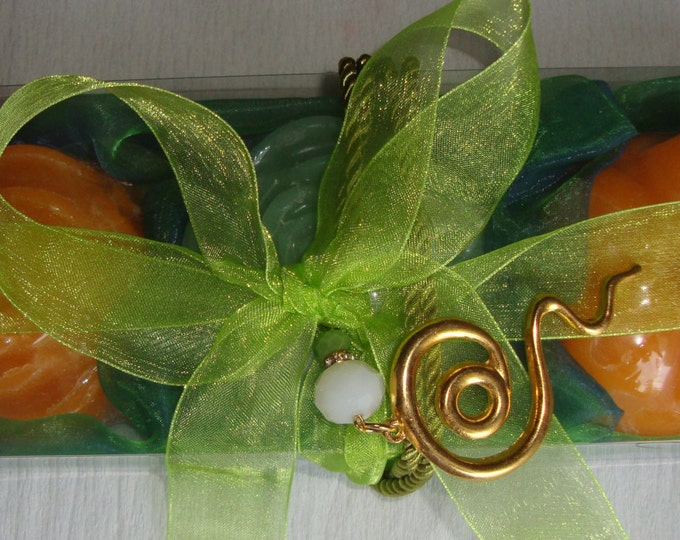 Green-Orange Elegant Gift Set for Women with Luxury Scented Soaps & Handmade Jewelry Necklace: Ideal for Anniversary, Feast, Birthday, Party