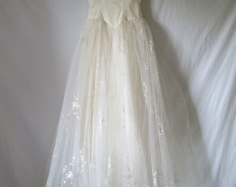 Beautiful 1940/50s Wedding Dress