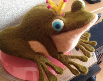 Needle Felt Frog With A Crown -The Frog Prince Frog- wool frog -tree frog -green frog -frog with tie Felted frog handmade frog