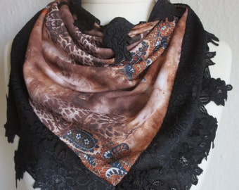 Soft cloth with Paisley Muster in earth tones and lace at the hem. Beautifully wraps around the contours of the female.