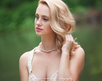 Neclace pearls in gold cage