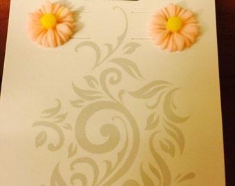 Small peach daisies.