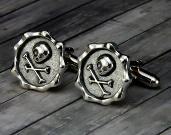 Skull and Crossbones Cufflinks - Skull and Crossbones Cuff Links - Mens Accessory - Mens Gift - Rockabilly Wedding - Gifts for Him- Fathers