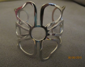 Cuff Bracelet ( Flower Shaped)