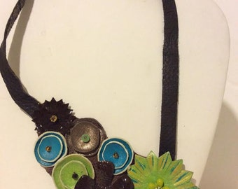 Gorgeous adjustable green brown turquoise leather collar necklace