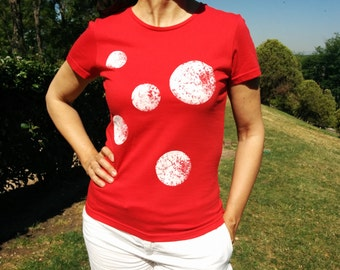 T-shirt planets red. Women's fitted cut, short-sleeved and organic cotton t-shirt