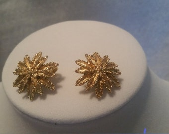 Vintage Gold Flower Clip-on Earrings