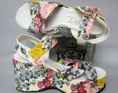 ADORABLE Original Vintage 1970's Pastel FLORAL PLATFORM Ladies Shoes, size 5