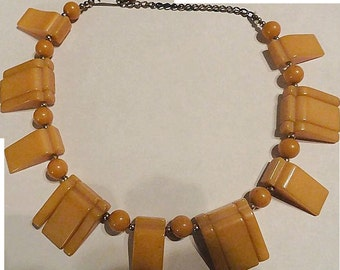 VINTAGE Art Deco Bakelite Necklace in butterscotch C 40s