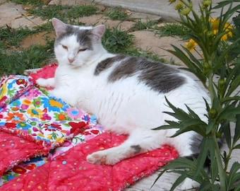 Cat Blanket, Cat Accessories, Cat Quilt, Handmade Cat Blanket, Dog Blanket, Pet Bed, Fabric Cat Bed, Red Pet Bed, Luxury Pet Blanket Pet Mat