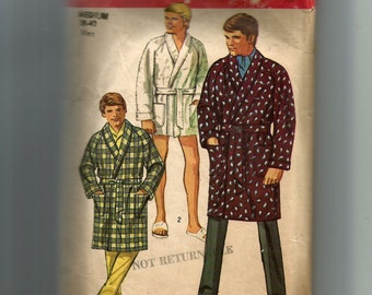 Simplicity Men's Robe In Two Lengths Pattern 8470