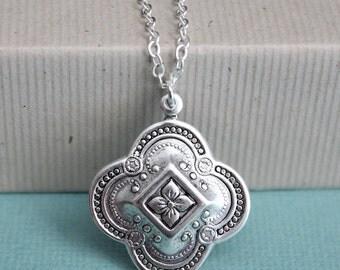 Antiqued Silver Quatrefoil Necklace - Silver - Chain - Pendant