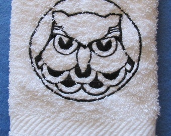 Owl In Circle Black Outline White Bath Hand Towel