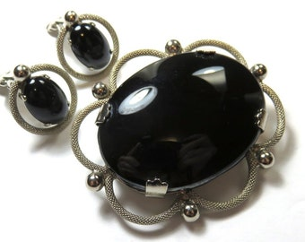 SJK Vintage --  Lovely Textured Silver Tone Brooch with Giant Glossy Black Glass Cabochon and Matching Earrings (1950's-60's)