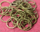 Hand hammered antique brass circular link aprox 14mm in diameter, 16 pcs (item ID HMABLC14m)
