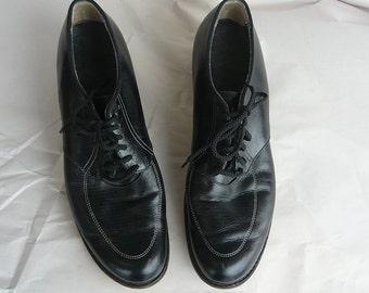 Vintage 50s Oxford Shoes size 7 .5 aa Black Leather No Nonsense  Laceup  BROGHAN Granny 1940s Flats sz Eu 38  UK 5 Narrow Width