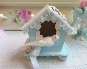 BIRDHOUSE Shabby Romantic Hand Painted Pale Blue/White Chic Clay ROSES ECS sct schteam