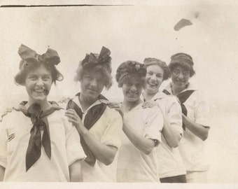 vintage photo 5 Gals Line Up train gang Bows Sailor shirts
