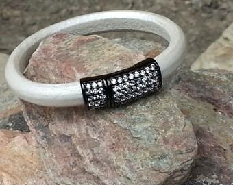 10mm Regaliz Licorice Leather Bangle Bracelet with Magnetic Clasp
