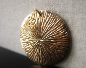 Gold Circle Pendant Brass Bracelet Connector Item No. 5559