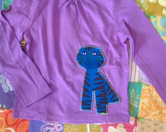 Lavendar purple tee size 4T with offset Blue Tiger Kitty