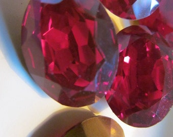 Vintage Glass Rhinestones (1)(20x15mm) Ruby Red Gold Foil Back Faceted Stones Cabochons