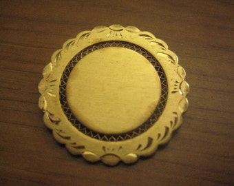 Vintage 50s LaMode Pin in Gold Plated Metal So Lovely