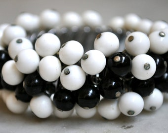 Gorgeous 1950s Black & White Glass Bead Expansion Bracelet