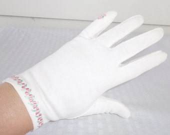 50s 60s Vintage White Cotton Gloves with Pink Embroidered Flowers Size 6 1/2 by Meyers Make