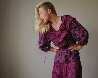 1980s Ruffled Abstract dress~Size Medium to Large