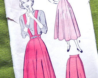 Advance 4780 - Vintage 1940s Womens Gored and Flared Skirt Pattern with Optional Suspenders / 24 Waist