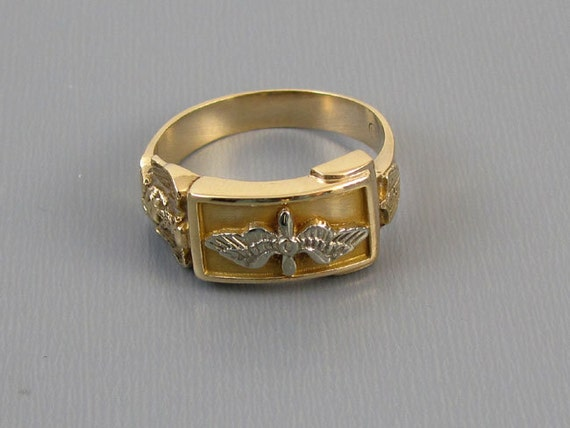 Mans vintage WW2 US Army Air Corps military Air Force 10k gold ring with eagle and wings signed Hirsch and Oppenheimer, size 10