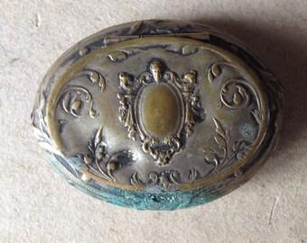 Baroque pill, snuff, trinket, beauty mark box