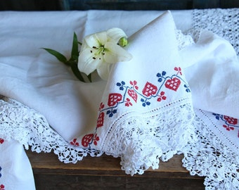 Nr. 932 :  antique TABLECLOTH coverlet upholstery fabric classy and elegant PALE color and red blue ornaments