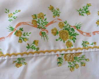 Floral and Feminine Twin Bedsheet/Poly/Cotton/Bedding/ No Tag/Reclaimed Fabric