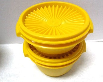 4 Piece Set of Vintage Tupperware Servalier Nesting Bowls w/ Thumb Press + Seal Lids, Yellow, Serve / Store Space Saving Set, Picnic